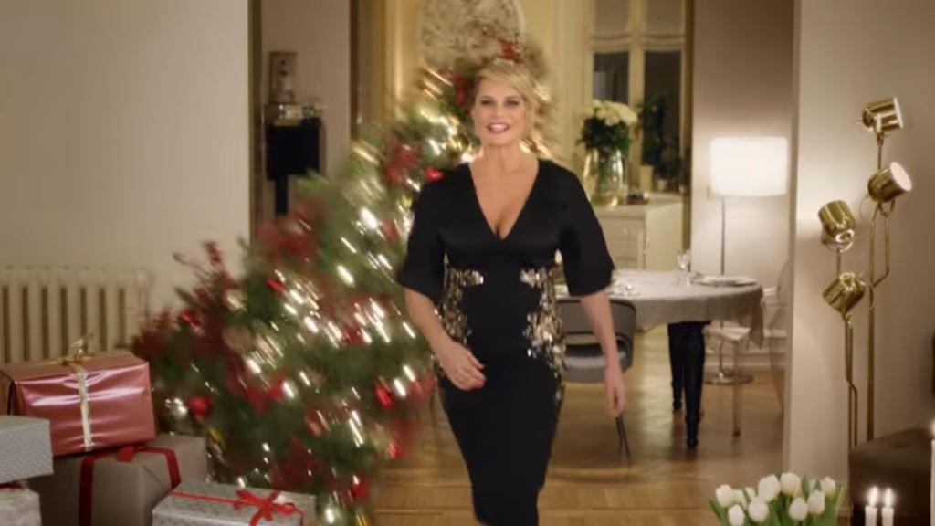 Pubblicità Pittarosso di Natale 2016 con Simona Ventura testimonial e albero cade