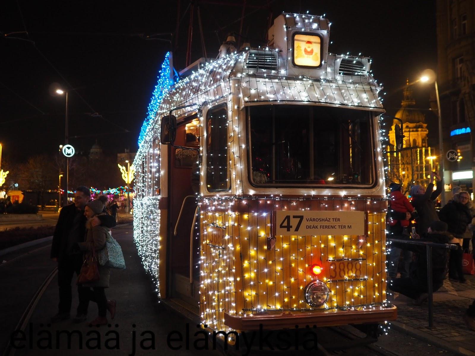 elämää ja elämyksiä: hyvää uutta vuotta Budapestin valoratikan myötä