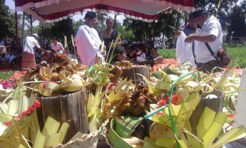 Upacara Ngaben ala Jawa di Banyuwangi.