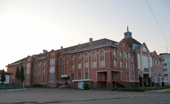 Ніжин. Торгово-офісний комплекс «Пасаж»