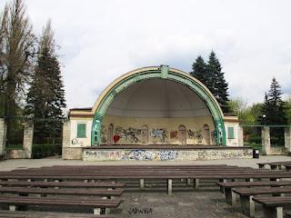 https://pl.wikipedia.org/wiki/Park_Ludowy_w_Bydgoszczy#/media/File:Park_Ludowy_muszla_2.jpg
