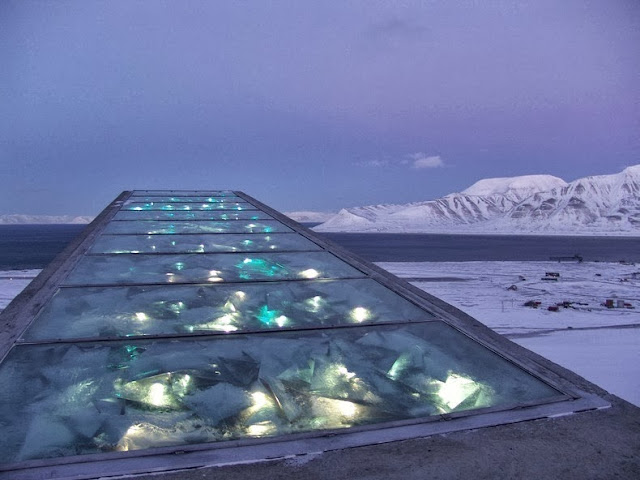 An artistic decoration on the outer roof surface and on the upper part of the front will partly reflect the polar light and partly give off a muted, glowing light. - I Had No Idea This Vault Hidden Deep In The Mountains Even Existed. Let Alone What's Inside.