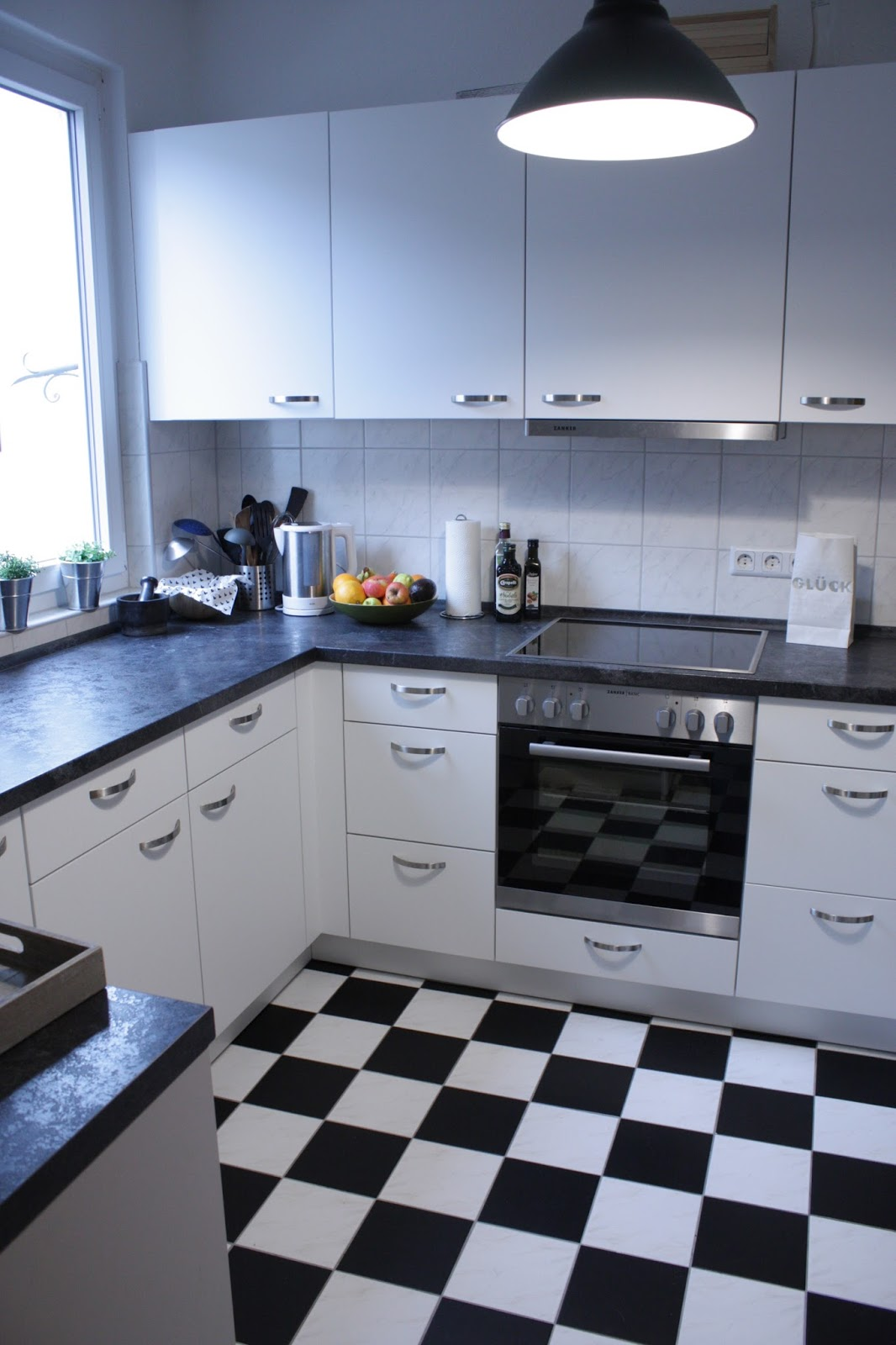 linoleum fliesen verlegen die neueste innovation der innenarchitektur und m bel. Black Bedroom Furniture Sets. Home Design Ideas
