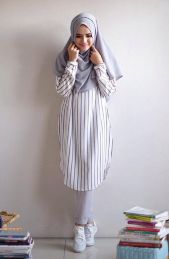 15 Gaya Remaja Muslim Modern Dengan Sepatu Putih