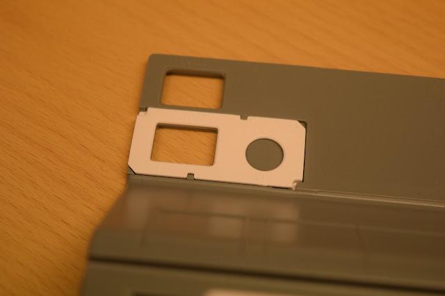 hål för olika Silhouette skärmaskiner så att Roll Feeder blir stadig