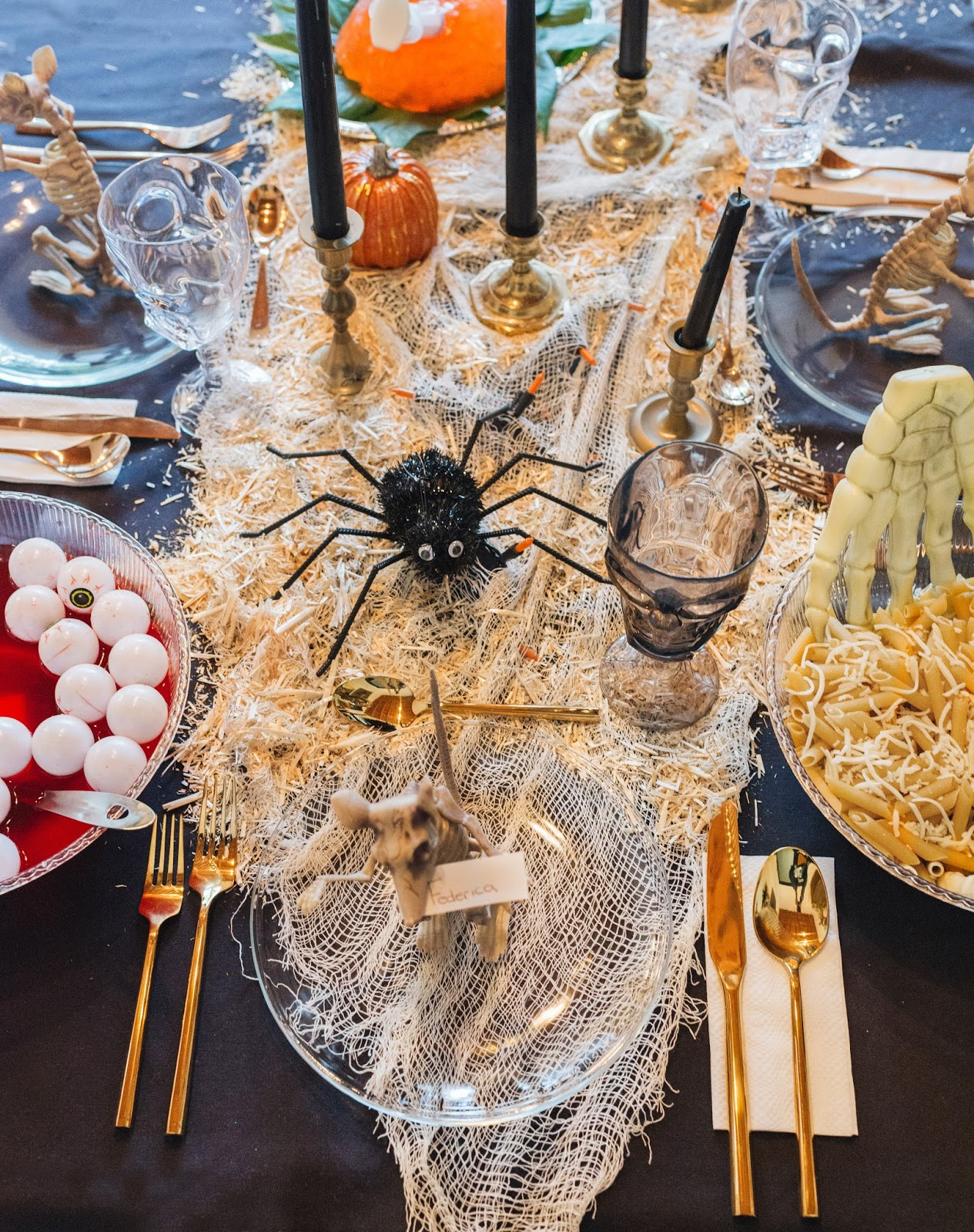 Arte Boheme, Halloween, Halloween table, Halloween decor, Halloween Ideas, Halloween table decor