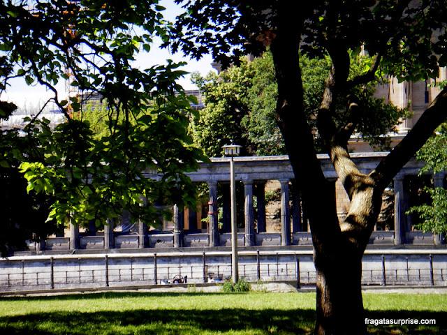 O Lustgarten e a colunata do Altes Museum, em Berlim
