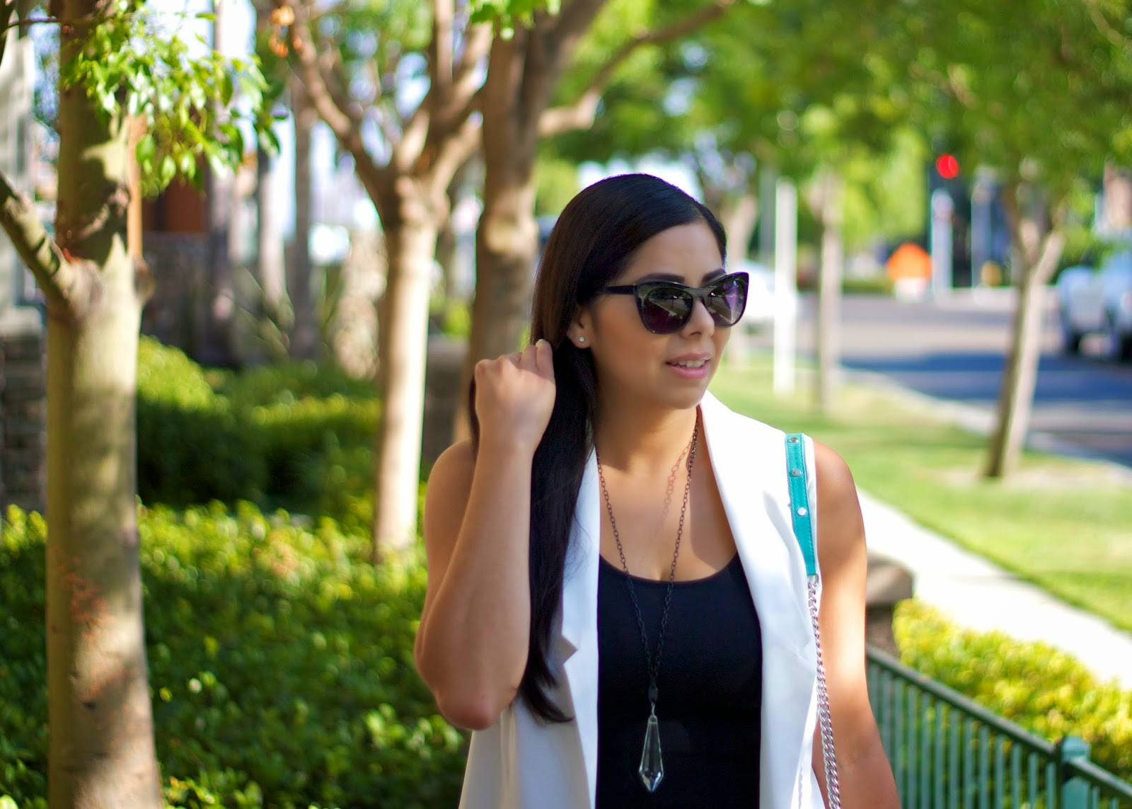 sleek black and white, white oversized vest, white longline vest, how to wear a white vest, acrylic necklace, forever 21 black sunnies