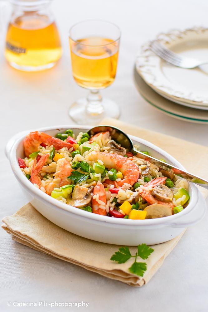 Insalata di riso con gamberi e verdure
