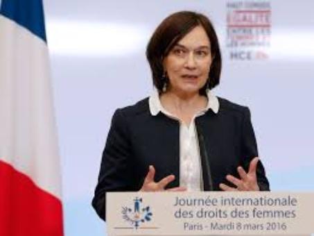 Mujeres francesas protestan contra la desigualdad salarial