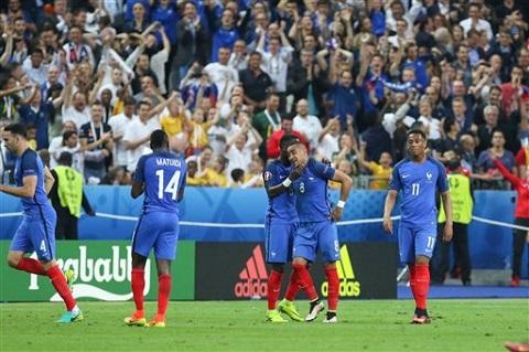 Khi mà những ngôi sao khác thi đấu mờ nhạt, Payet đã trở thành vị cứu tinh cho đội tuyển Pháp