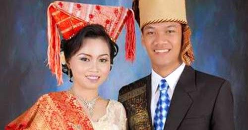 Pakaian Adat Sumatera Utara dan Penjelasannya Lengkap ...