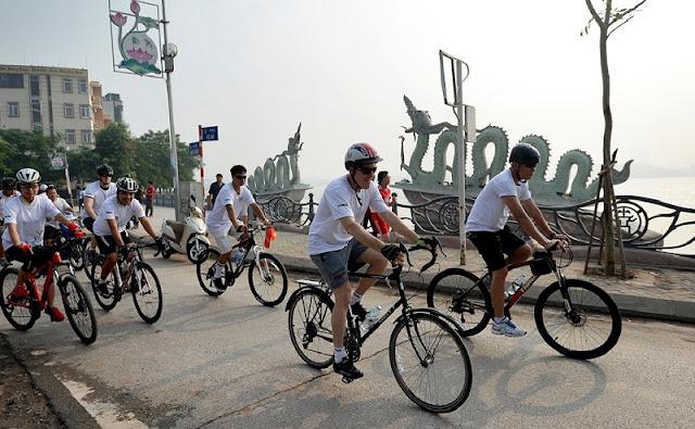 Cycling around Hoan Kiem lake and West lake 1