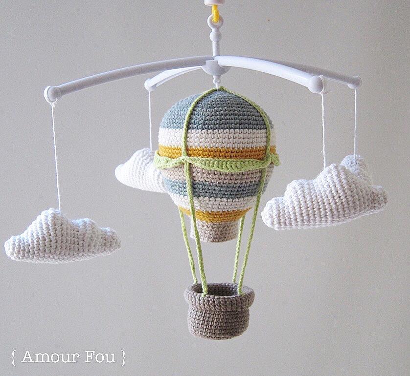 Amour Fou | Crochet }: { Móvil para cuna - Globo Aerostático }