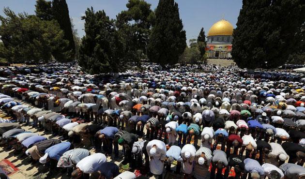 50 Ribu Lebih Muslim Palestina Shalat Jumat di Al Aqsha