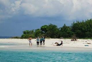 http://www.teluklove.com/2017/04/destinasti-objek-wisata-pulau-payung.html