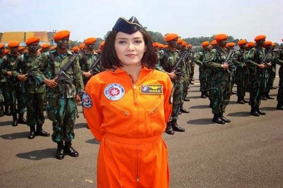 http://asalasah.blogspot.com/2014/11/wanita-angkatan-udara-tangguh-indonesia.html