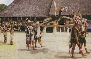 4 Suku Kanibal Pemakan Daging Manusia Di Indonesia