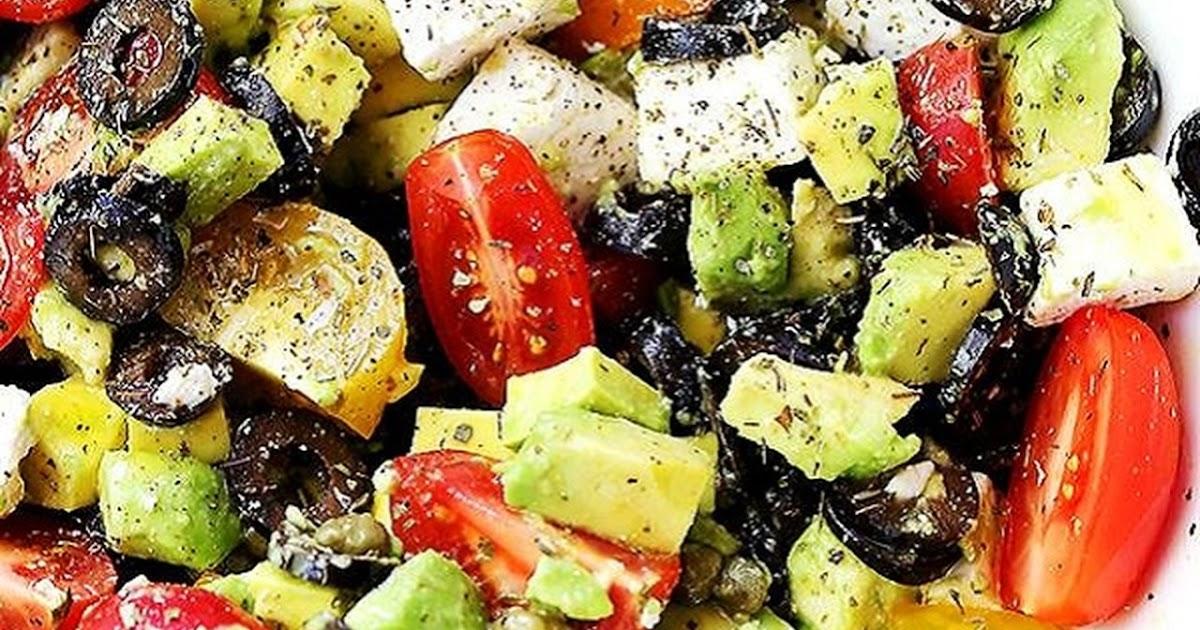 وصفات الريجيم: طريقة عمل سلطة الأفوكادو مع الجبن الفيتا والزيتون
