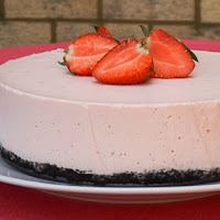 http://www.bakingsecrets.lt/2014/06/strawberry-yogurt-mousse-cake.html