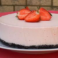 http://www.bakingsecrets.lt/2014/06/strawberry-yogurt-mousse-cake.html