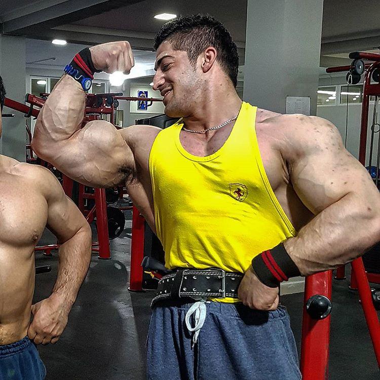 Tajik muscle hunk Ramshed Habibov - InfoCulturismo.com