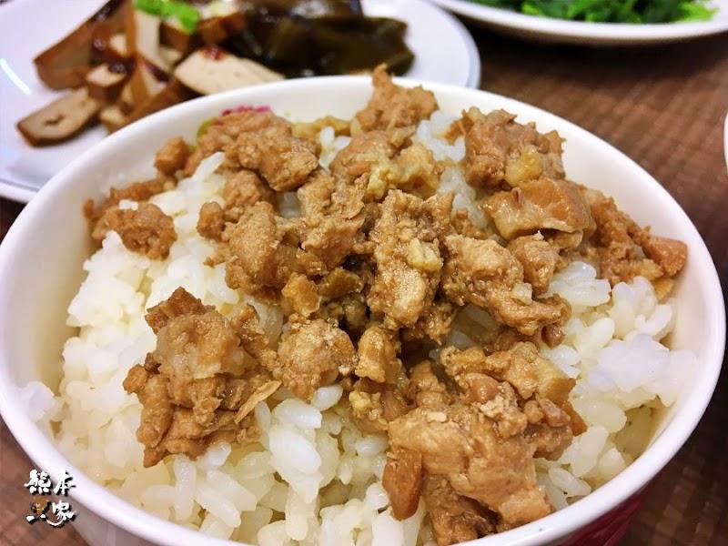 大億美食|三峽台北大學側門學生銅板小吃~北大生都推薦油飯和甜不辣