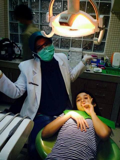 Ayana Shahab periksa gigi