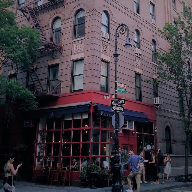 Uma-miúda-em-Nova-Iorque-3-armazem-de-ideias-ilimitada-friends-corner