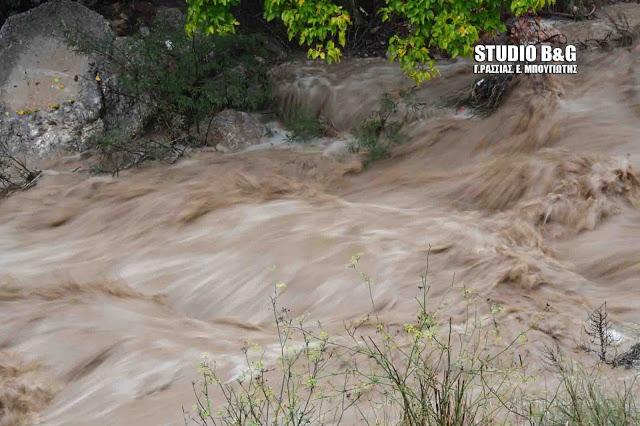 Έντονη ροή υδάτων στο ρέμα Ραμαντάνι στο Ναύπλιο (βίντεο)