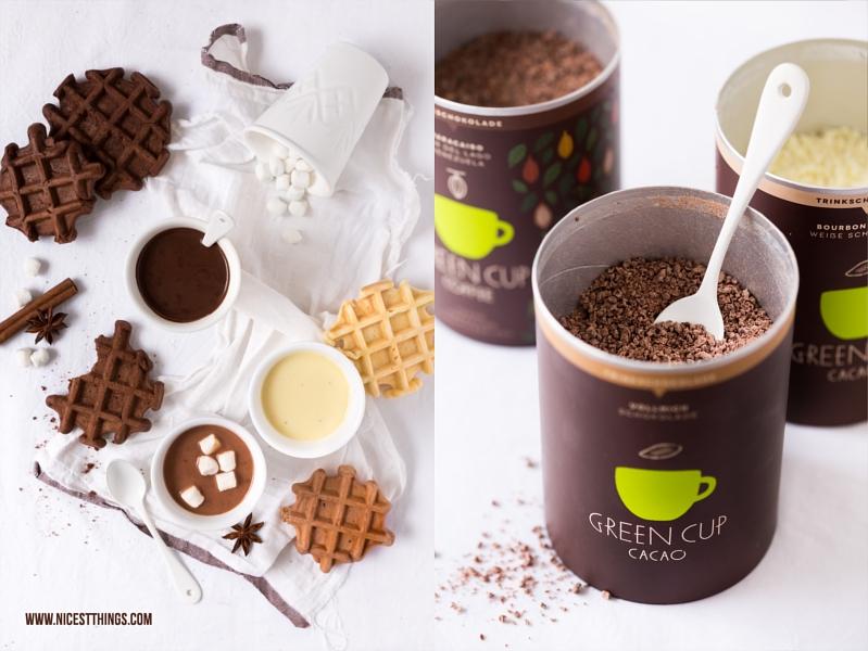 Trinkschokolade Zartbitter, Vollmilch und weiße Schokolade mit Waffeln