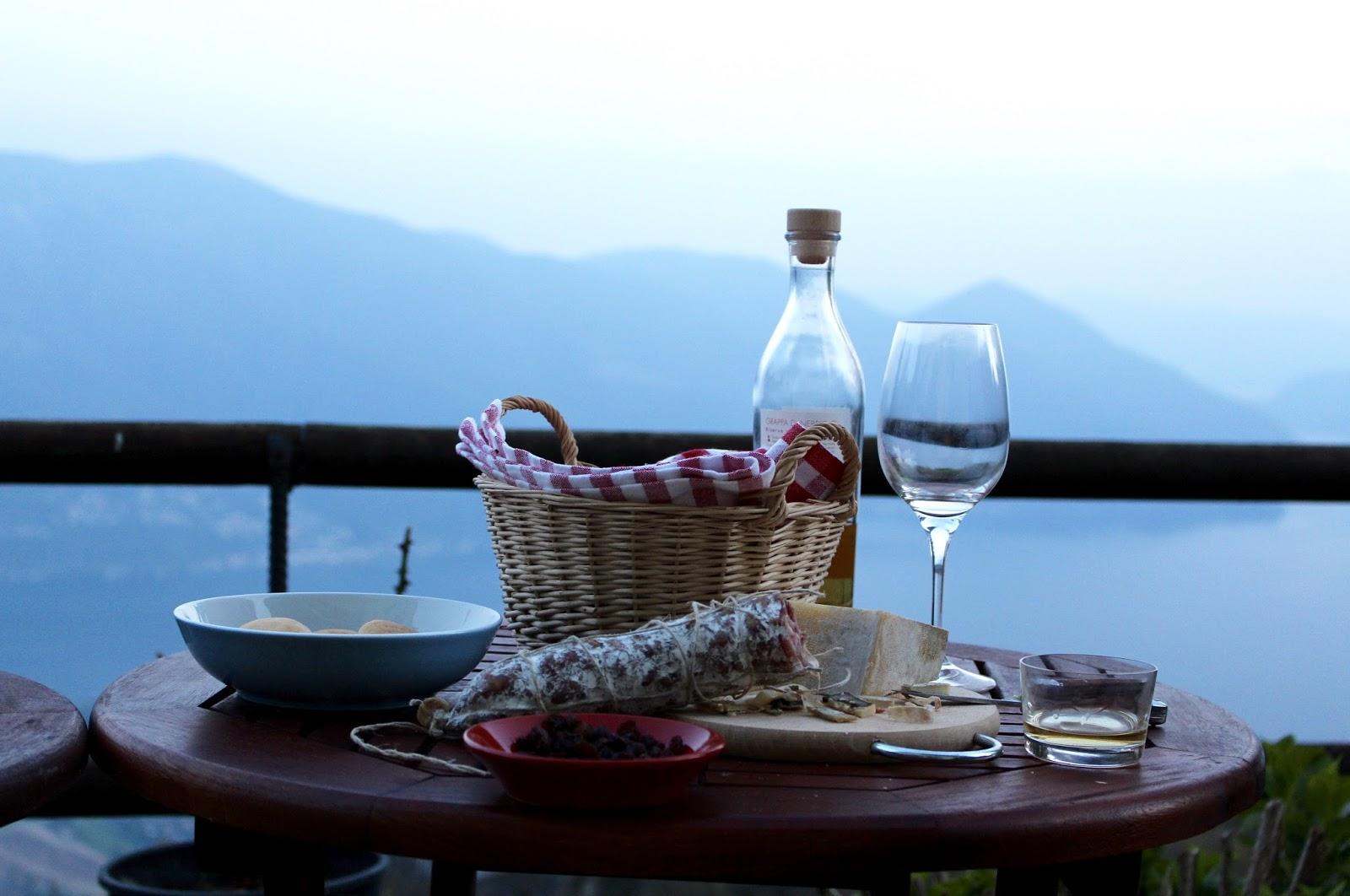 Stilleben mit Grappa und Spezialitäten aus dem Tessin, Monte Brè 2017