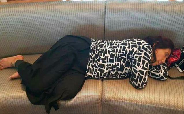 Foto Menteri Susi Tidur di Kursi Bandara Ramai di Medsos