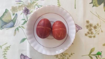 DIY, słowiańskie obrzędy, jare gody, zdobienie jajek, jajo, barwienie