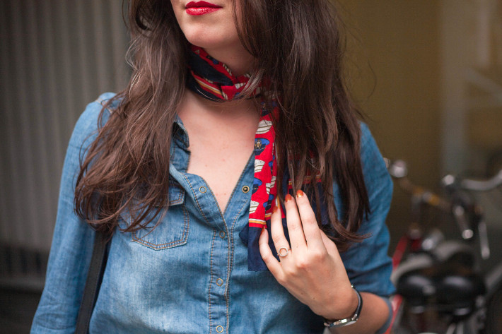 outfit: 70s inspired in denim shirt and neckscarf