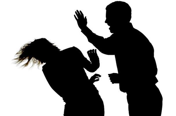 الرجل الذى يمارس العنف ضد المرأة مريض نفسي