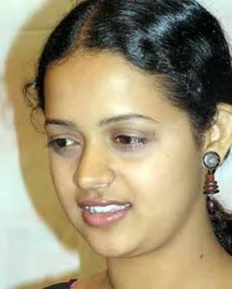 Perfect Reading Malayalam Actress Without Makeup