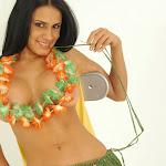 Andrea Rincon, Selena Spice Galeria 13: Hawaiana Camiseta Amarilla Foto 93