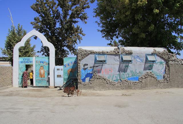 Ouzbékistan, Boukhara, Parc des Samanides, manèges, © L. Gigout, 2012