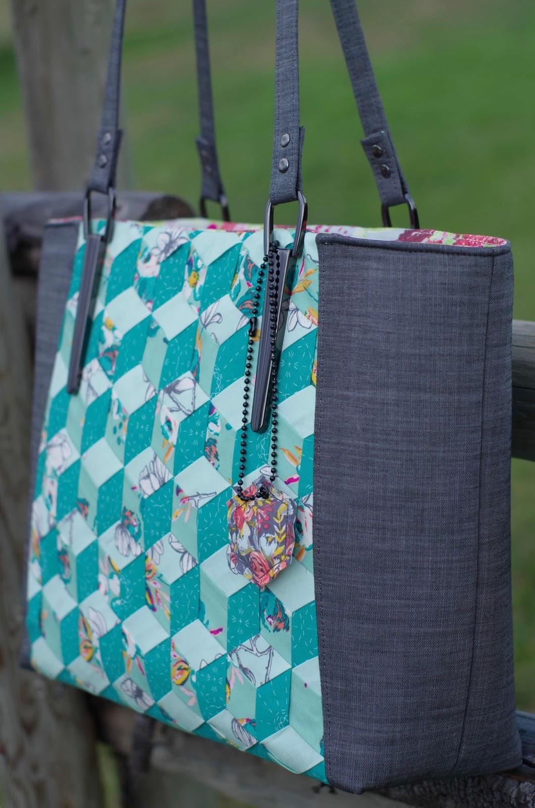 Emmaline bags sewing patterns and purse supplies 2017 you can learn the tumbling blocks weave design a few ways my tutorial on sew mama sew the pdf pattern jeuxipadfo Image collections