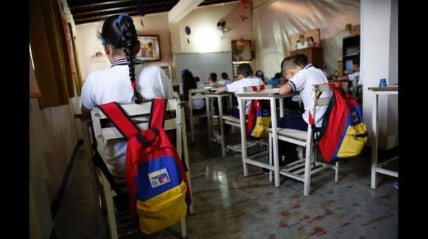 Salones casi vacíos y estudiantes hambrientos en Venezuela