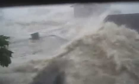 Typhoon Haiyan Yolanda storm surge caught on cam