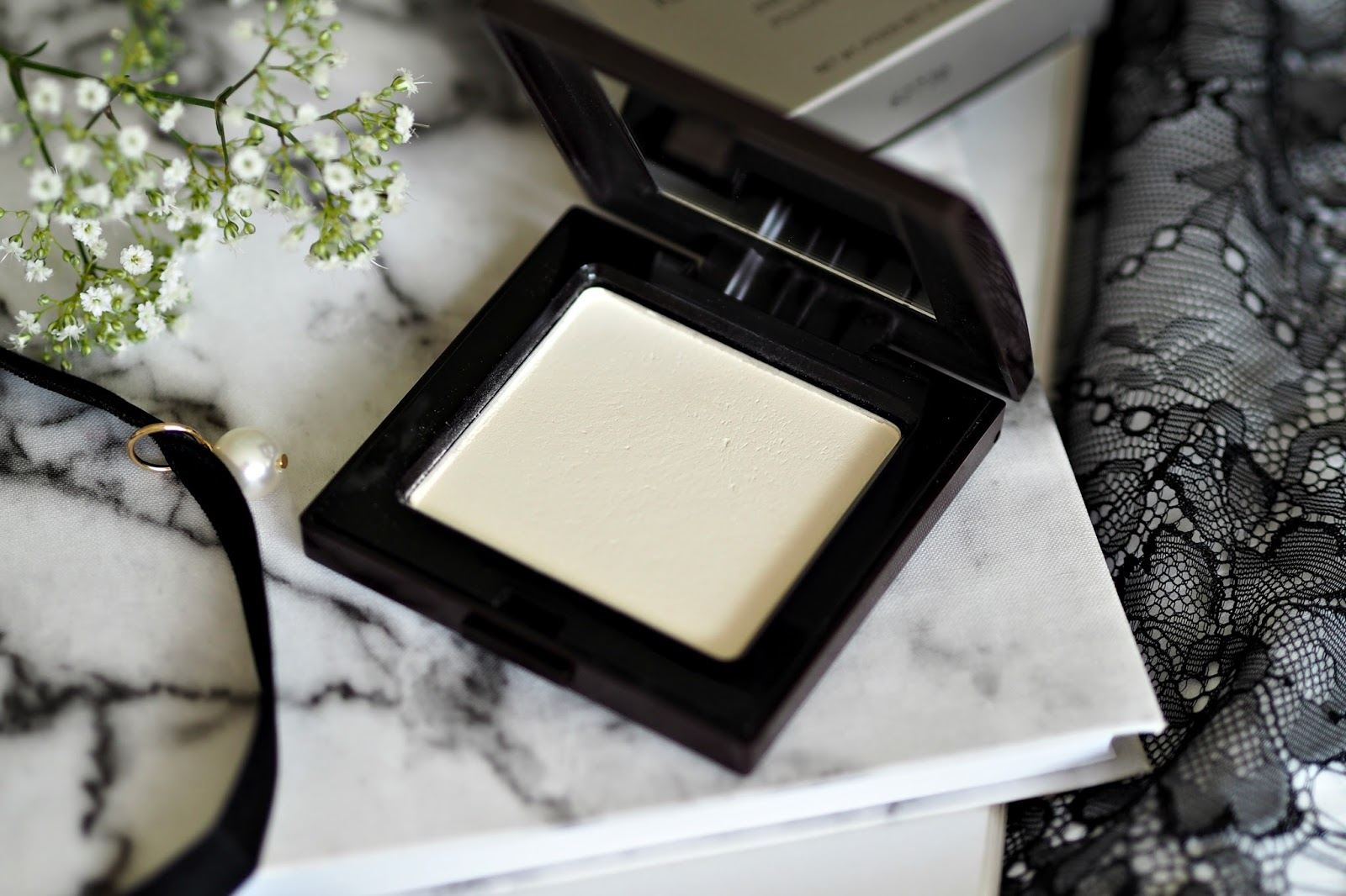 Laura Mercier Translucent Pressed Setting Powder  - does it live up to the hype?