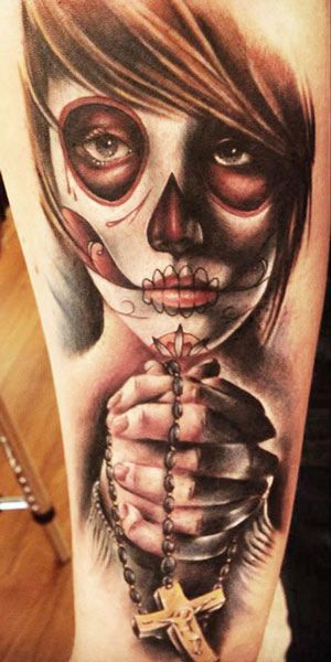 Imagen del tatuaje de catrina con crucifijo