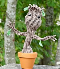 http://translate.google.es/translate?hl=es&sl=en&tl=es&u=http%3A%2F%2Fsmartapplecreations.blogspot.com.es%2F2014%2F08%2Ffree-pattern-dancing-baby-groot.html%23.U-2gTaPp81Z