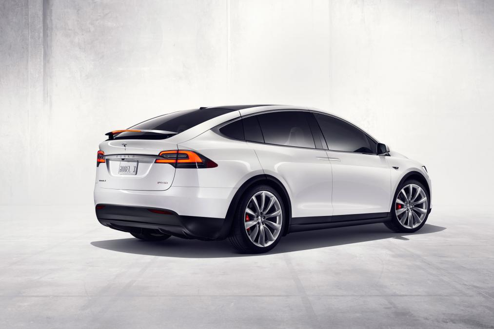 tesla model x owner wants a refund after falcon door opens on freeway at 65 mph. Black Bedroom Furniture Sets. Home Design Ideas