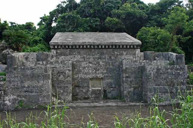 南風原按司守忠の墓の写真