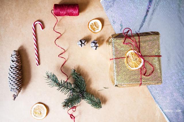 ozdoby bożonarodzeniowe, prezent, szyszka