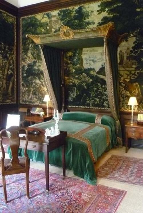 Chatsworth House Room: Eye For Design: Decorate With A Desk At The Foot Of Your Bed