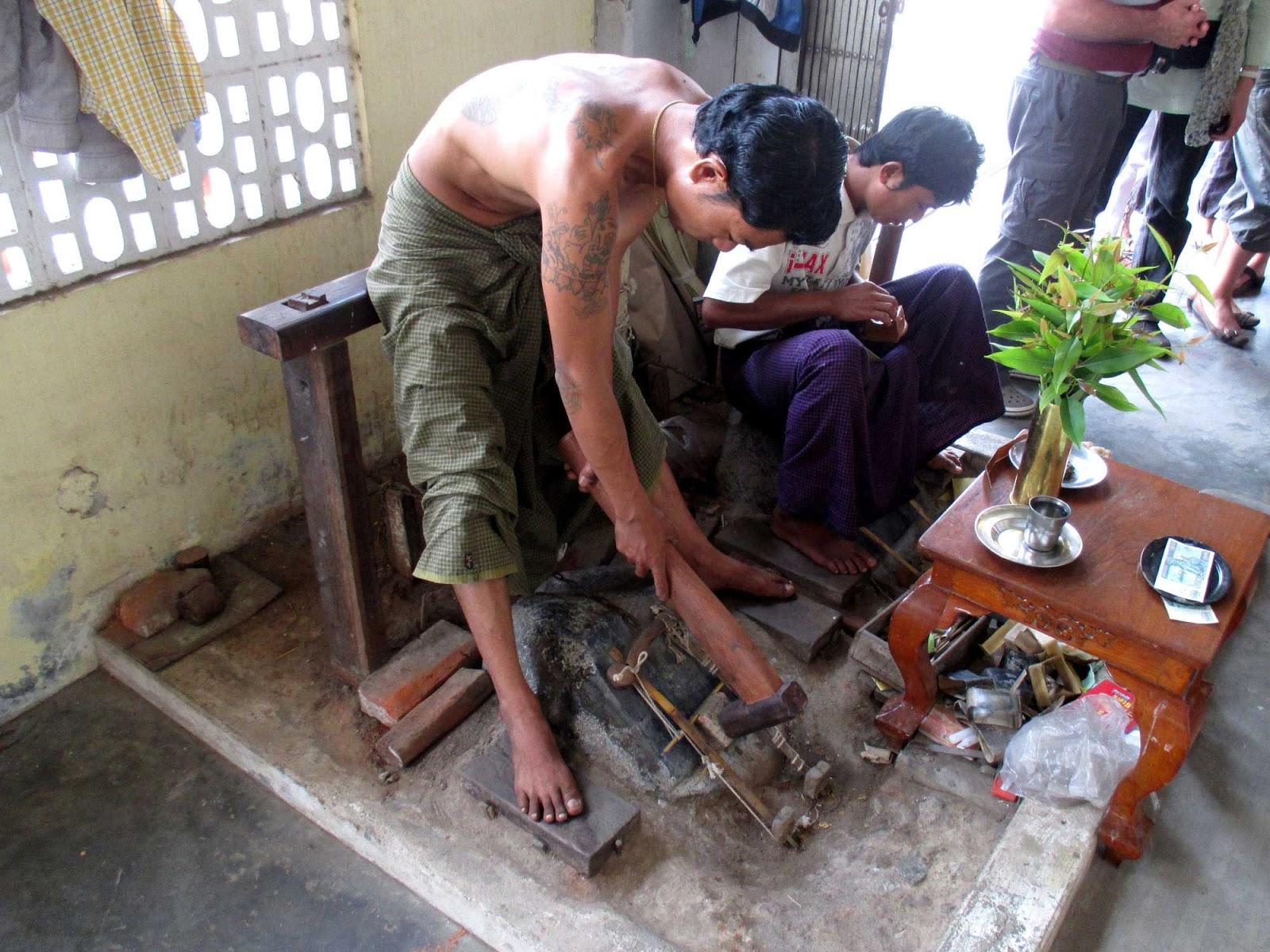 3 ouvriers se tapent la salope de proprio - 2 5